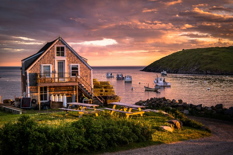 monhegan_large_750_500_85_int_s_c1