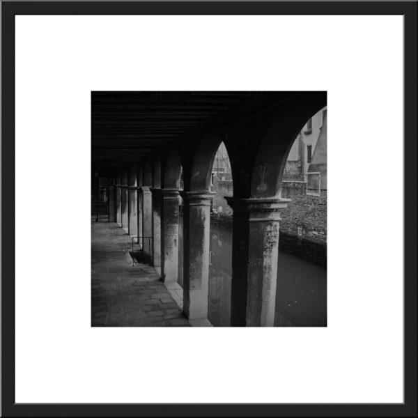 Pcb1301sq The Portico Framed