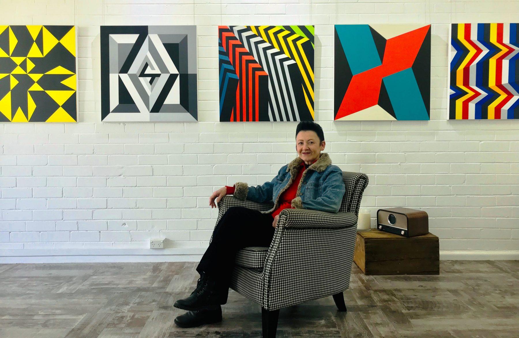 Lynda Hyde Artist Art Lovers Australia